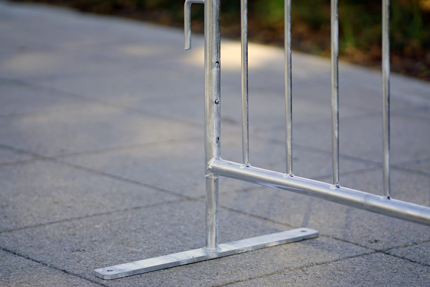 Adjustable height metal barricade, Medium